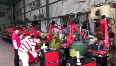 四轴机器人上下料案例